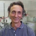 El responsable principal del estudio, doctor Adolfo Iribarren, investigador del CONICET en el Laboratorio de Biocatálisis y Biotransformaciones de la Universidad Nacional de Quilmes.