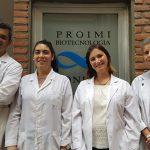 Los autores del avance científico: el doctor Pablo Fernández (izq.), la licenciada Virginia Angelicola, y las doctoras Silvana Viñarta y Lucía Castellanos de Figueroa, integrantes del Laboratorio de Biotecnología Fúngica de PROIMI-CONICET.