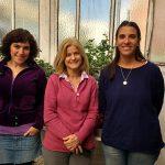 """Las doctoras María Eugenia Segretin, Rita M. Ulloa y Elisa I. Fantino en el invernadero del Instituto de Investigaciones en Ingeniería Genética y Biología Molecular """"Dr. Héctor N. Torres"""" (INGEBI), que depende del CONICET."""