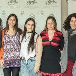 El premio Nobel de Fisiología o Medicina 2017, Michael Rosbash,  con la doctora Fernanda Ceriani, de la FIL (der.) y tres integrantes de su laboratorio, Lia Frenkel, Anastasia Herrero y Sofía Polcowñuk.