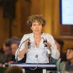 La Dra. Andrea Gamarnik, investigadora del CONICET y jefa del Laboratorio de Virología Molecular de la Fundación Instituto Leloir, dando una charla en Paris en la Academia de Ciencias de Francia.