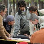 Grupo de trabajo tomando medidas morfométricas a un cóndor andino.