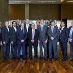 El Ministro de Ciencia, doctor Lino Barañao, el coordinador de GENis, Gustavo Sibilla, y autoridades en la firma de la última cesión del software  a 14 laboratorios de todo el país.