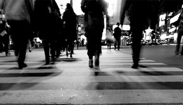 Solo un 7% de los peatones realiza su trayecto completo por la senda peatonal