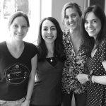 La doctora Carolina Pérez Castro (der.), y Nazarena Ferreyra Solari, Lucia Canedo y Fiorella Belforte, integrantes de su laboratorio en el Instituto de Investigación en Biomedicina de Buenos Aires (IBioBA), una institución del CONICET asociada a la Sociedad Max Planck de Alemania.