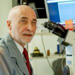 Doctor Francisco Barrantes, médico graduado de la UBA y jefe del Laboratorio de Neurobiología Molecular del Instituto de Investigaciones Biomédicas de la Facultad de Ciencias Médicas de la UCA