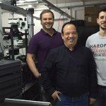 Los creadores de la novedosa tecnología de diagnóstico, los doctores Eduardo Coronado (centro), Juan  Carlos Fraire (der.), y Ruben Motrich, investigadores de la Universidad Nacional de Córdoba y del CONICET.