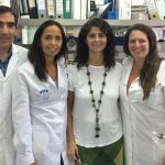 La doctora María Eugenia Balañá (segunda desde la der.) y su equipo del Instituto de Ciencia y Tecnología Dr. César Milstein.