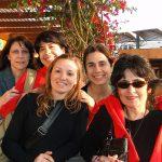 La doctora Sara Sánchez, jefa de grupo en el Instituto Superior de Investigaciones Biológicas, que pertenece al Conicet y a la Facultad de Bioquímica, Química y Farmacia de la Universidad Nacional de Tucumán, e integrantes de su laboratorio.