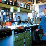 Las causas de la galactosemia comenzaron a ser comprendidas gracias a los trabajos del Premio Nobel de Química 1970, el argentino Luis Federico Leloir.