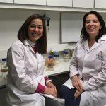 La doctora Luciana Gerez y la biotecnóloga Alejandra Correa Deza, investigadoras del CERELA, formaron parte del grupo de científicas de Tucumán que lograron el avance científico.