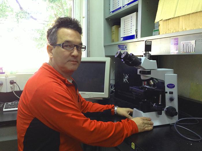 El doctor Leandro Miranda, del Instituto de Investigaciones Biotecnológicas-Instituto Tecnológico de Chascomús