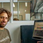 El Dr. Ariel Chernomoretz, profesor del Departamento de Física de la Facultad de Ciencias Exactas y Naturales de la UBA e investigador de la Fundación Instituto Leloir y del CONICET, desarrolló los algoritmos del software GENis.